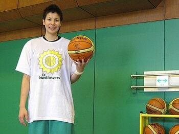 """渡嘉敷来夢/女子バスケットボール 「""""食う寝る練習""""が作る強い身体」<Number Web> photograph by Satoshi Ashibe"""