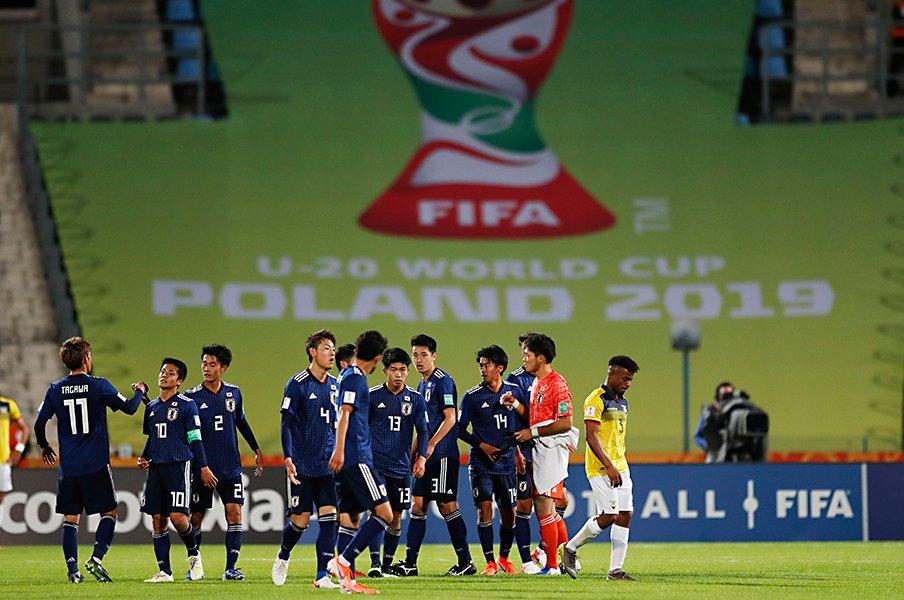 U-20W杯初戦で南米得点王を封殺。CB瀬古歩夢に漂うリーダーの風格。<Number Web> photograph by Daisuke Nakashima