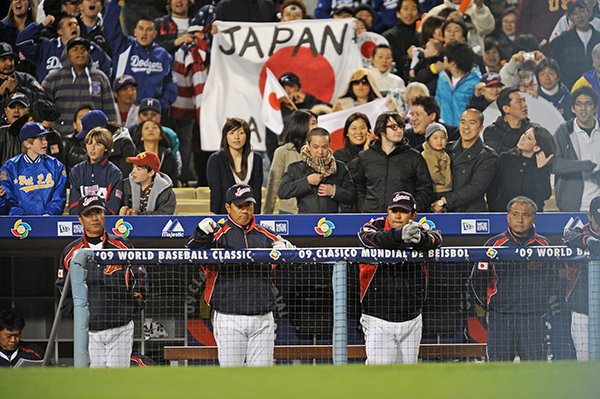 【第2回WBC 準決勝・米国戦】 「JAPAN」の誇りを背に指揮を執る原監督ら首脳陣。