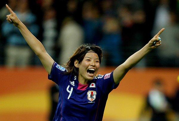 サッカー女子W杯2011決勝、PKを決め喜ぶ熊谷紗希