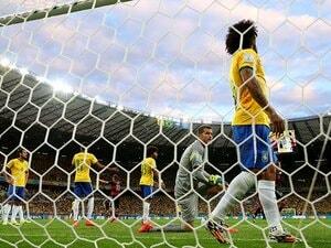 """ドイツに声援を送ったブラジル人たち。歴史的大敗で傷ついた王国の""""誇り""""。"""