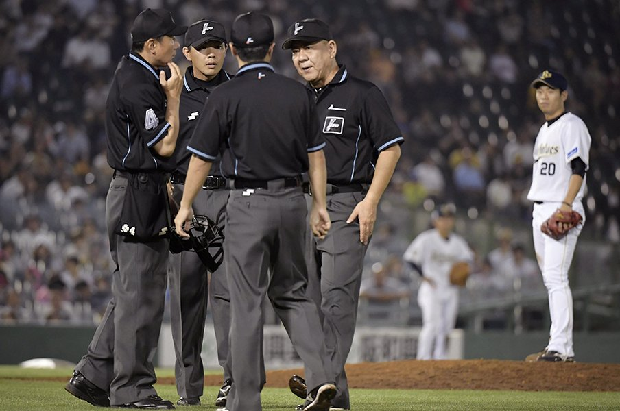 まさかのホームラン誤審で論争勃発。現在のリクエスト制度は問題だらけ。<Number Web> photograph by Kyodo News
