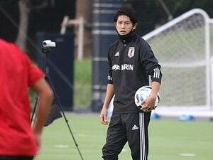 内田篤人のコーチ姿を見てよみがえった14年前の記憶 「U-19日本代表の仲間は本当に大切な存在」