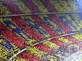 From:バルセロナ(スペイン)「フィーゴ対9万8000人」