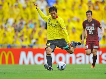 首位レイソルの原動力、田中順也。圧倒的な攻撃力を支える左足の秘密。<Number Web> photograph by Masahiro Ura
