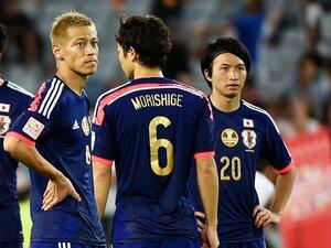 """球際を、強さではなくうまさで制す。本田が柴崎に求める世界への""""慣れ""""。"""