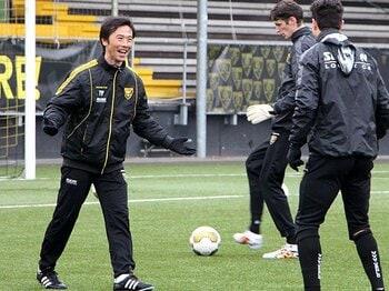 藤田俊哉、オランダで監督を目指す。日本との大きな差はキックの質とGK?<Number Web> photograph by Kyodo News