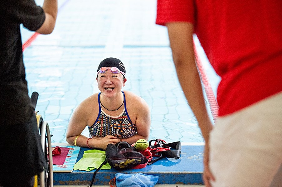 パラ水泳・成田真由美。現役を続ける理由と東京2020への思いを修造に語る。<Number Web> photograph by Yuki Suenaga