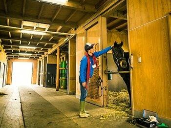 """29歳の人気者""""チケゾー""""の今。最高齢ダービー馬へ柴田政人の伝言。<Number Web> photograph by Kei Taniguchi"""