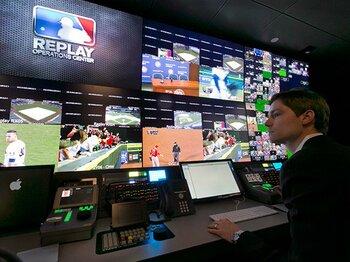 ビデオ判定で「余白」が消える――。MLB審判新制度と野球文化の考察。<Number Web> photograph by AFLO