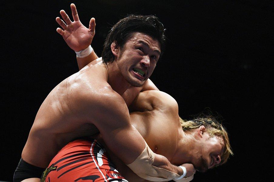棚橋弘至とは1998年入門の同期。中邑真輔とは高校時代にレスリングの全国大会で負けている縁がある。