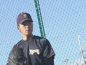 青森山田・堀田賢慎の剛球を受けた。直球の回転音が美しいドラフト候補。