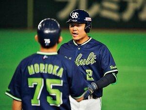 """燕の躍進を支える2番捕手、中村悠平の""""脱スマート""""。"""