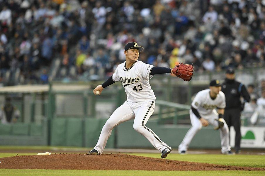 金子弌大が認め、山本由伸は憧れ。神戸で実現したオリ新旧エース対決。<Number Web> photograph by Kyodo News
