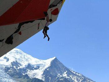 """壮大な自然と世界のワザに息をのむ。""""登山発祥の地""""でリードW杯が開幕。<Number Web> photograph by AFLO"""