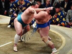 玉鷲に聞く 「カド番大関」「すでに7敗」の兄弟子・琴奨菊に勝ったとき何を思ったか