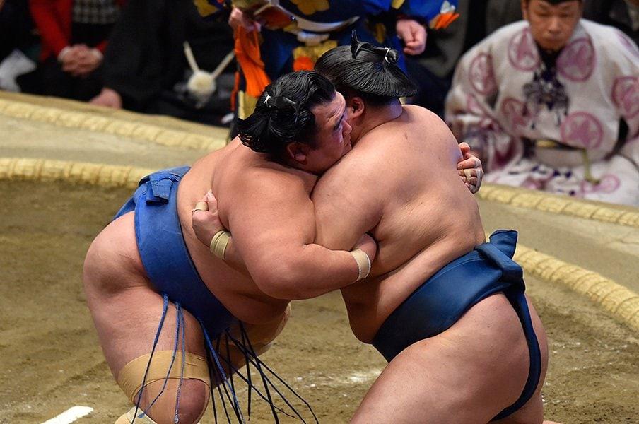 元魁皇・浅香山親方に聞く。琴奨菊の初優勝と、これから。<Number Web> photograph by JMPA