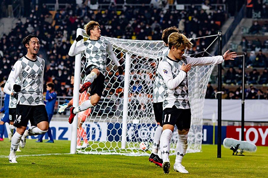 今の神戸は、良くない試合でも勝つ。酒井高徳「こういう戦い方がある」<Number Web> photograph by AFLO