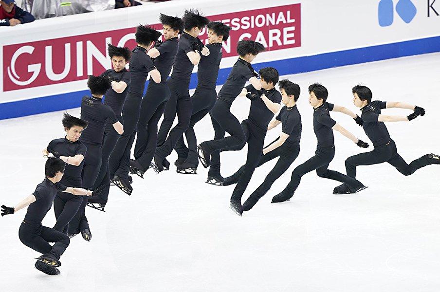 連続写真で見る羽生結弦の4回転半。最高の挑戦者は最高の被写体だ。<Number Web> photograph by Yutaka Nagakubo/The Sports Nippon