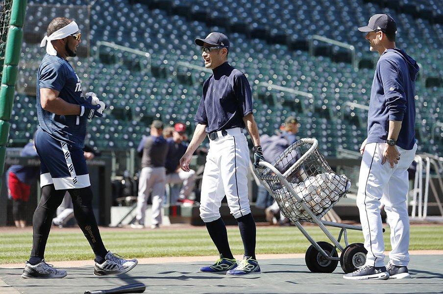 イチロー、草野球デビューに向けて。シアトルで1日300球を投げ込む。<Number Web> photograph by KYODO
