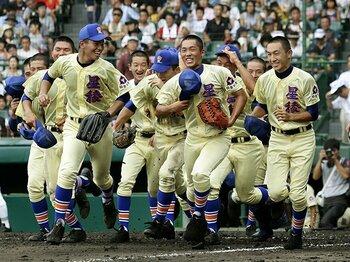 """星稜、甲子園で16年ぶりの1勝。""""見逃し""""から生まれた逆転劇。 <Number Web> photograph by Kyodo News"""