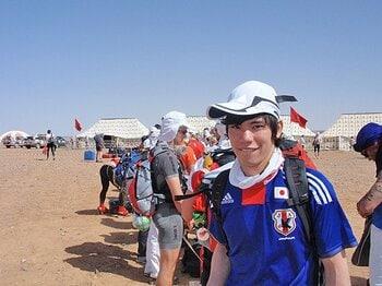 暑いし、重いし、痛いし、怖いし……。サハラで地獄のマラソンがスタート!!<Number Web> photograph by Takashi Matsuyama