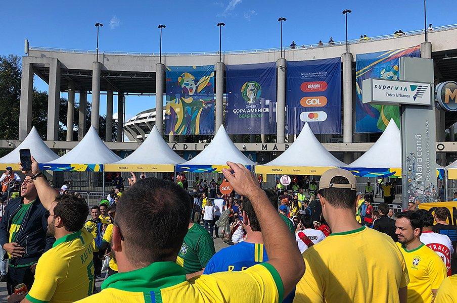 コパで振り返る王国ブラジルの現状。代表の足を引っ張る過激なクラブ愛。<Number Web> photograph by Masaki Shimozono