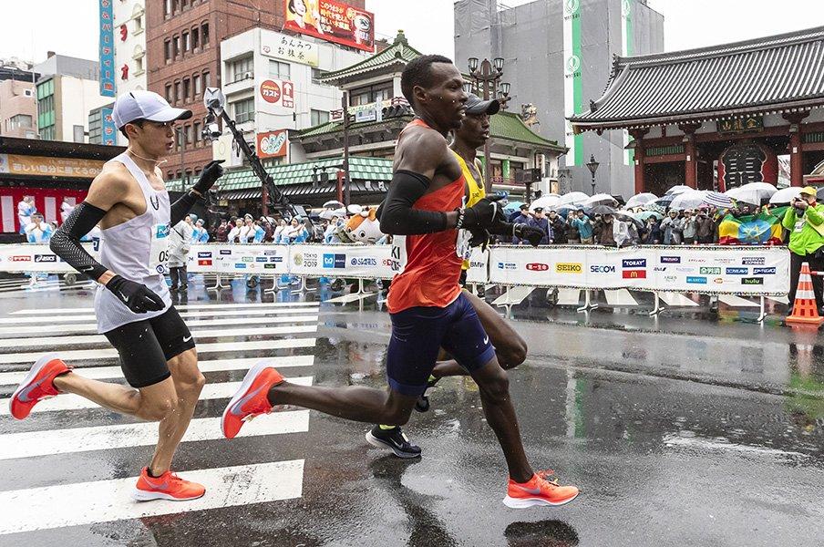 極寒の東京マラソンで2時間4分台。アフリカ勢が教えてくれた真の強さ。<Number Web> photograph by Kiichi Matsumoto
