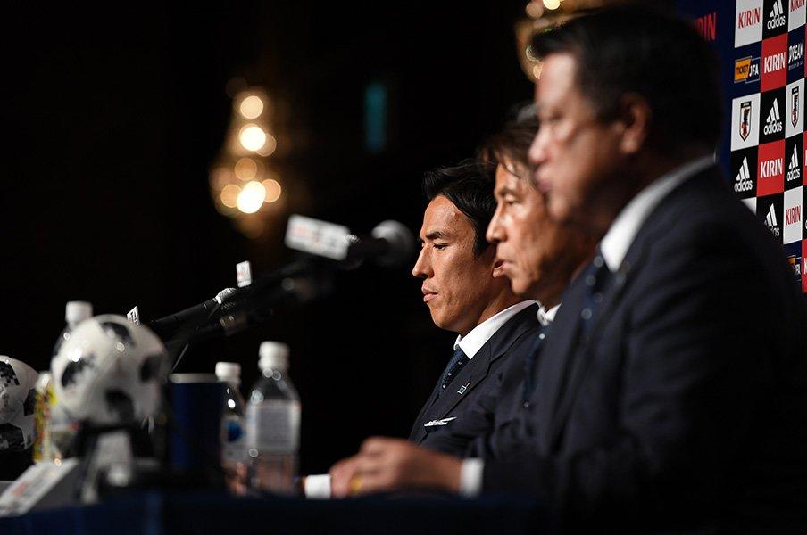 長谷部誠の心が整っていない頃秘話。「もう代表はいいです」と進路相談。<Number Web> photograph by Getty Images