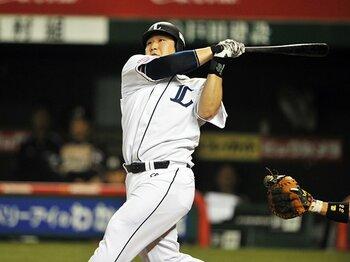 「右投げ左打ち」の本塁打が激減。統一球が変えたプロ野球のトレンド。<Number Web> photograph by Hideki Sugiyama
