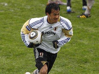 エースの座を失った岡崎慎司の告白。本田とのポジション争いはこれからだ!!<Number Web> photograph by Naoki Nakanishi/JMPA