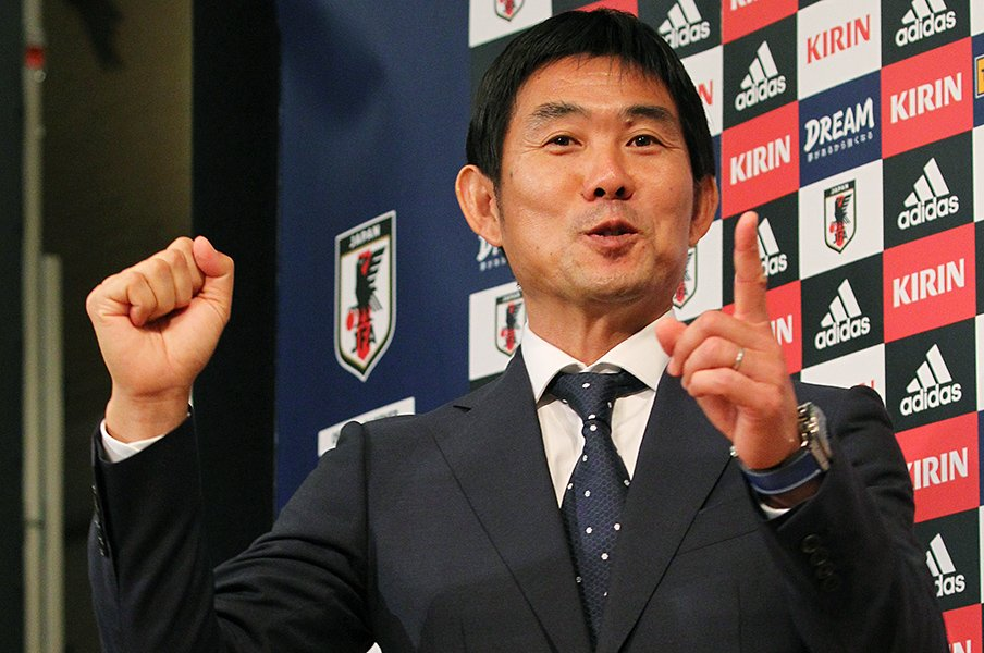 代表監督とSMAP解散の報道は同じ?スポーツ紙を動かすのは誰なのか。<Number Web> photograph by Shigeki Yamamoto