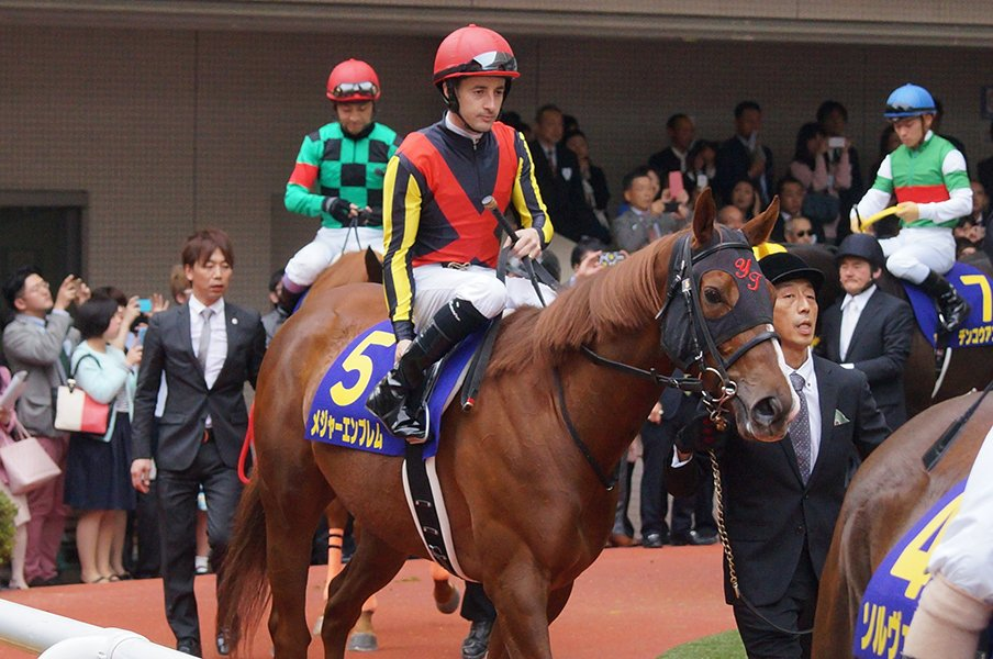 鞍上ルメールで狙うは3歳マイル王。レシステンシアはあの馬に似ている。<Number Web> photograph by Satoshi Hiramatsu