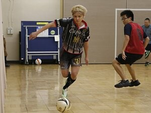 """手越祐也が語るサッカーへの思い。独立後に本田圭佑と""""ウェブ会議""""。"""