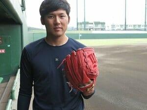 DeNA山崎康晃が贈った魂のグラブ。BCリーグの後輩、伊藤拓郎との絆。
