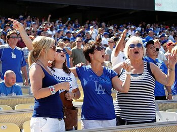熱心なファンは新しいファンを育てる!?顧客同士が満足度を高めあう好循環。<Number Web> photograph by MLB Photos via Getty Images