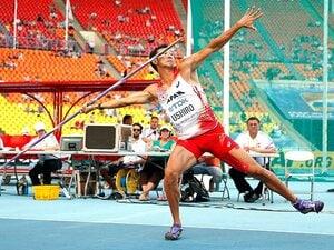 100m11秒台、走幅跳7m、やり投69m。十種競技・右代啓祐の師匠は武井壮!?