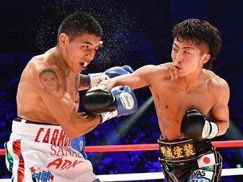 壊れた右拳でKOを狙う余裕のV2。井上尚弥、ロマゴン以外は問題外?<Number Web> photograph by Hiroaki Yamaguchi