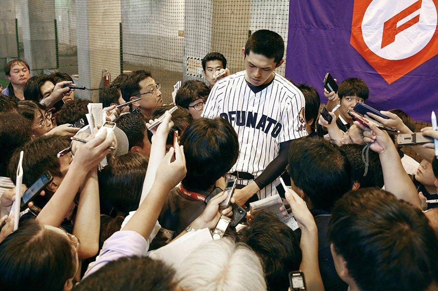 報道が過熱する「佐々木朗希」問題。各スポーツ紙はどこに注目したのか。<Number Web> photograph by Kyodo News