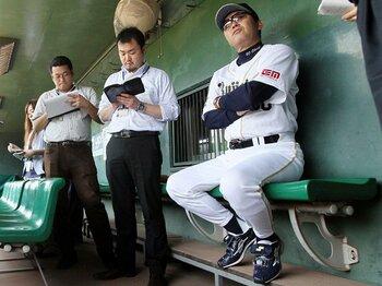 岡田監督はノムさんを越えるか?オリックスがボヤキ効果で絶好調。<Number Web> photograph by NIKKAN SPORTS