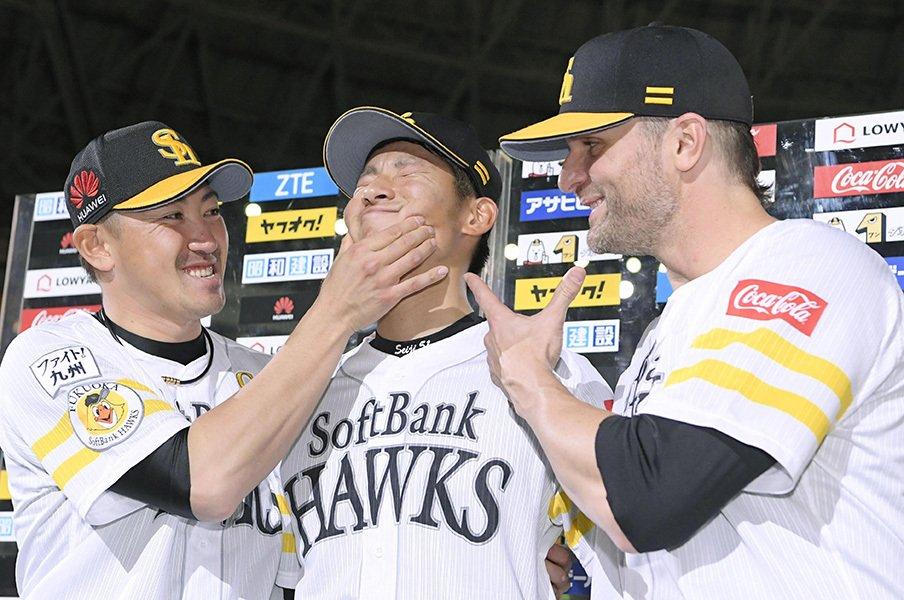 熊本支援と外国人投手初の名球会を。SBサファテ、日本と九州への恩返し。