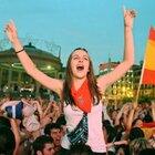「牛追い祭り」で熱狂するスペインファン