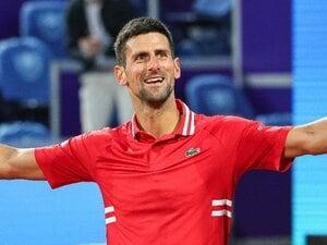 """ジョコビッチが34歳に 爆撃跡で練習、クラシック音楽を聞かせる……ユニークすぎた""""テニスのお母さん""""とは?"""