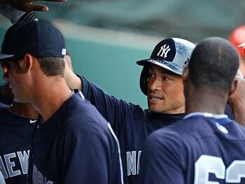 イチローと傷だらけのヤンキース。~今季の役割は「将棋の銀」~<Number Web> photograph by Getty Images